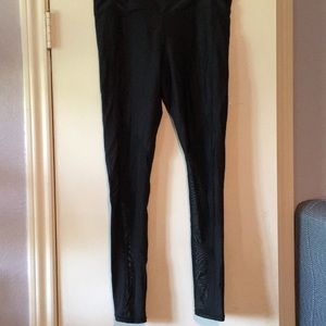Active wear leggings with mesh down the leg